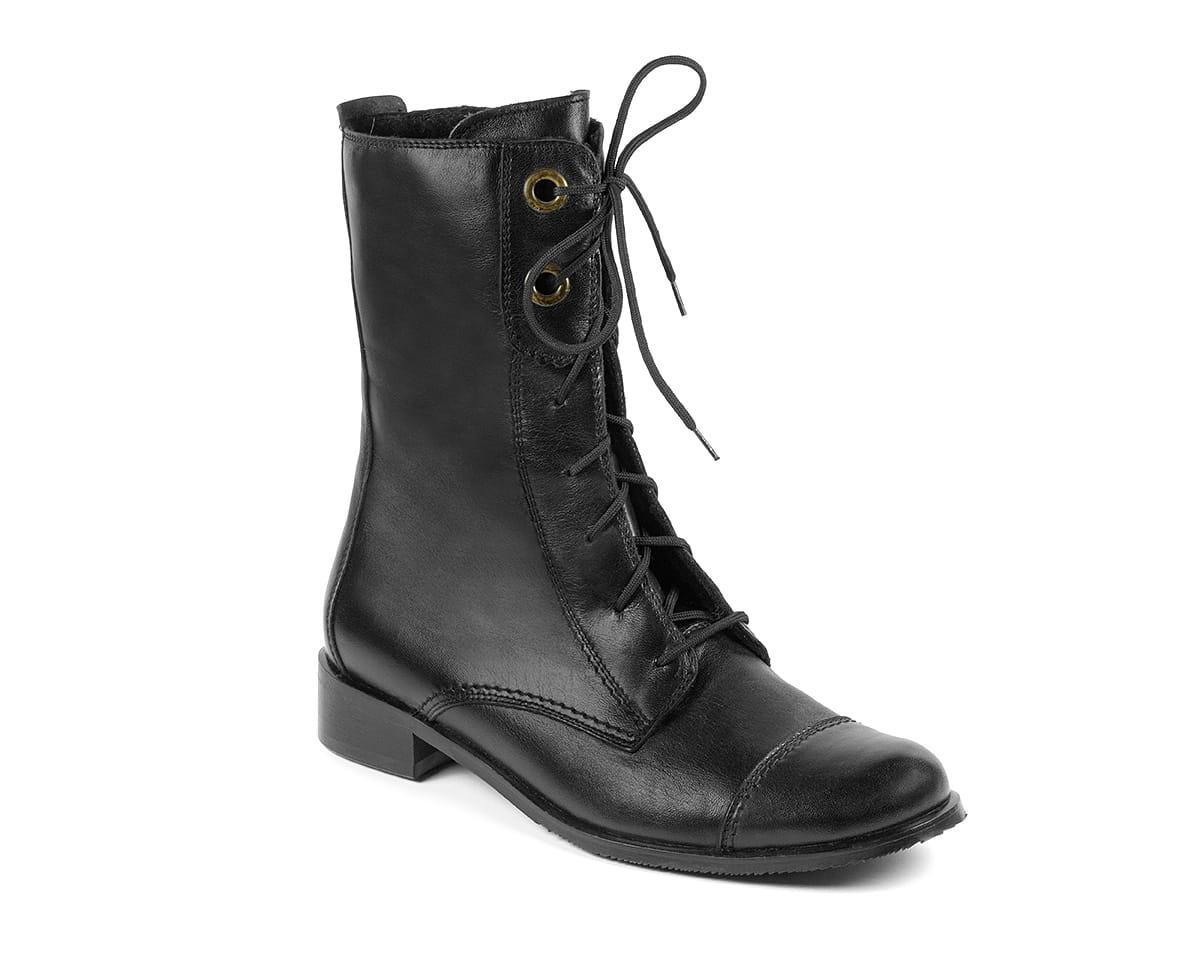 czarne sznurowane botki na zimę